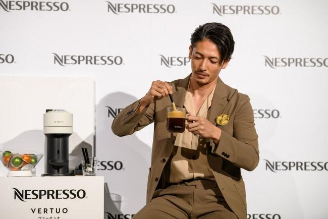 """【ネスプレッソ 日本初上陸 新コーヒーシステム 発表会】コーヒー愛飲家の玉木宏さんがクレマと共に楽しむコーヒーの新作法""""クレマグ""""を体験「このクオリティを自宅で楽しめるのは、非常に嬉しいですね!」"""