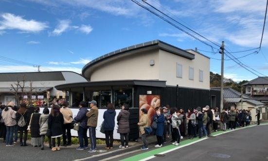 日本初の味噌屋が開業した食パン専門店に100人の行列