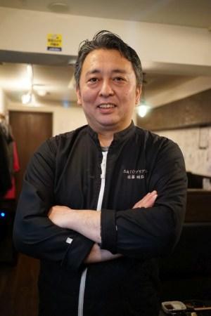 〈SATOブリアン〉店主 佐藤 明弘氏 10年にわたる焼肉店での勤務を経て、2011年6月、東京・阿佐ヶ谷に〈SATOブリアン〉をオープン。本店をはじめ、現在阿佐ヶ谷エリア内に5店舗を展開しています。