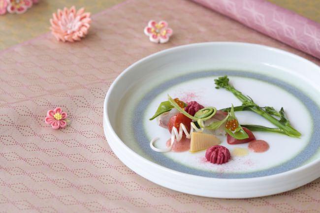 ランチ 都5,445円 真鯛の昆布〆 春野菜の庭園風サラダ仕立て トマトと苺のクーリーとともに