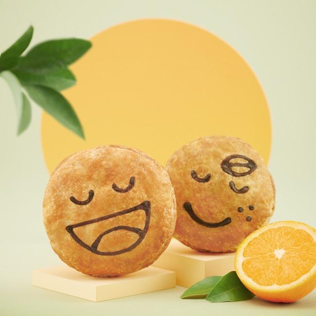 香ばしい紅茶鴨や、さわやかなオレンジを使用したパイが登場!並べてかわいい、にっこり笑顔の新商品2種