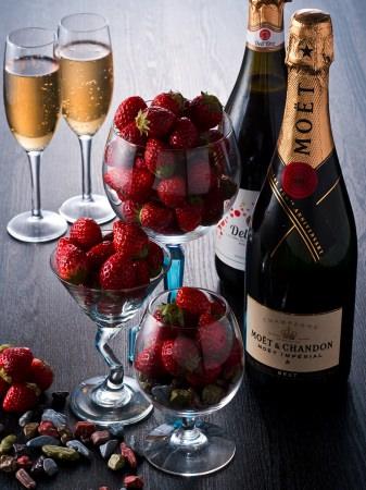 【フレッシュ苺のオーダーメイドビュッフェ】スパークリングワイン飲み放題付き 60分 2,560円