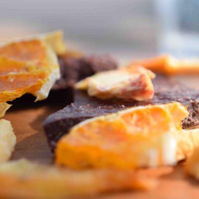 ママノチョコレートから、国産の無加糖ドライフルーツ3種と甜菜糖の優しい甘みが特徴の新作パレットショコラが登場。
