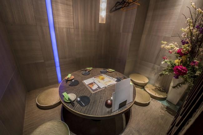 「ご家族・ご友人とゆったりとした空間でくつろぎながらお食事を堪能できる半個室:池袋1号店」