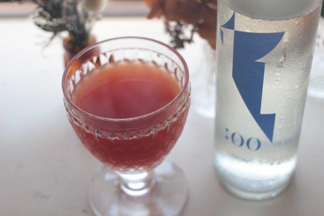 カクテルで使われるリキュールと日本酒を割って。自分だけの味わいを探すのも楽しい。
