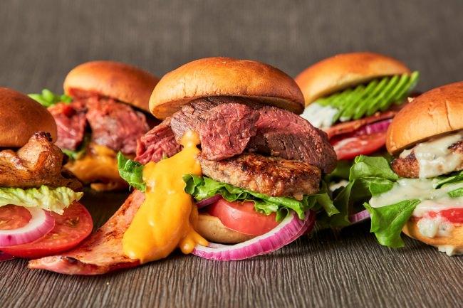 """『肉バル 肉ソン大統領』が本気で作る""""肉肉しい""""ハンバーガー専門店がウーバーイーツ限定でオープン!7/14より期間限定で半額に!"""