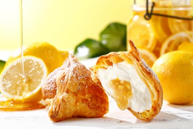 たっぷりのミルククリームからレモンソースがあふれ出す!話題のカウカウキッチンに新作「ミルクパイはちみつレモン」が新登場