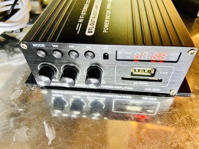 BLUETOOTH対応のアンプがありますので、スマホやパソコンの音源を再生して高音質のBOSEスピーカーで聞いて頂けます。
