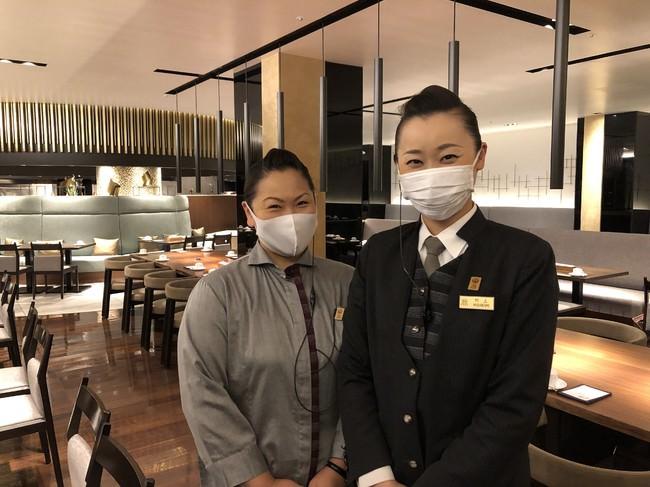 スタッフは出社時に検温、手洗いうがい、手指消毒を徹底し、マスクを着用しながら、笑顔でサービスします