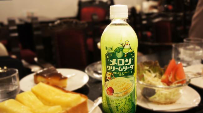 喫茶店で飲む懐かしさが味わえる乳性炭酸飲料「メロンクリームソーダ」大幅リニューアル