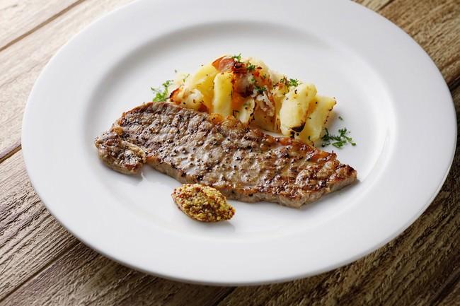 ハーブ園の名物料理「ガーリックステーキ」