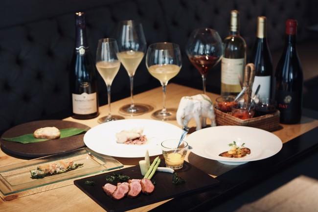 タイ料理×ワイン×空間×サービスでトータルの食体験を楽しむ、マンゴツリー東京「マリアージュコース」販売スタート