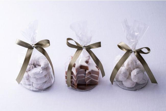 写真左から:クリスマスバニラクッキー、シナモンスター、ブール・ド・ネージュ