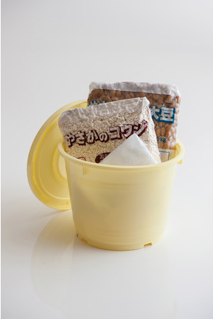 Kit Oisix「季節の手仕事を楽しむ!手作り味噌」(味噌樽つきお届けイメージ)