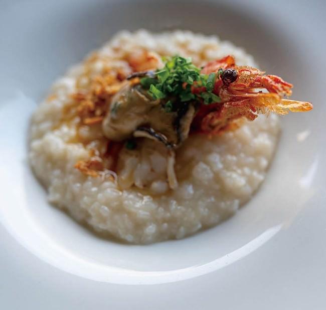 牡蠣出汁中華粥 牡蠣の煮つけと赤海老の炙り添え