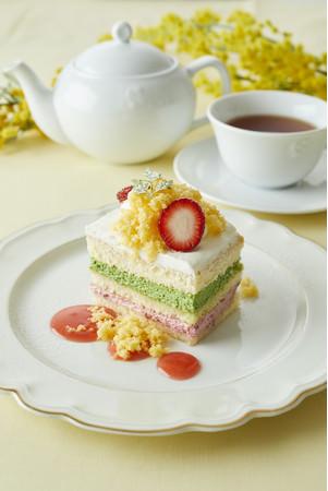 ピスタチオとベリーのミモザショートケーキ