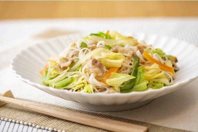 (ケンミン)VEGE BE-FUN(ベジビーフン) カット野菜とチンする焼ビーフン調理例