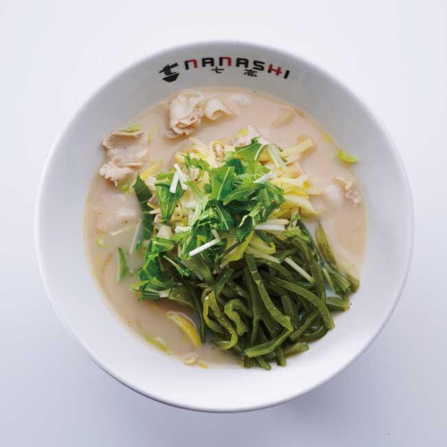 「野菜たっぷり七志スープ(麺なし)」 690円→483円 ボリュームある野菜と豚肉で満足感◎。