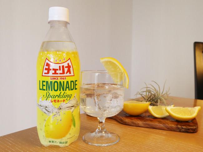 ボトルで飲んでもアレンジしてもお楽しみいただけます。※写真はイメージです。実際の商品に果汁は含みません。