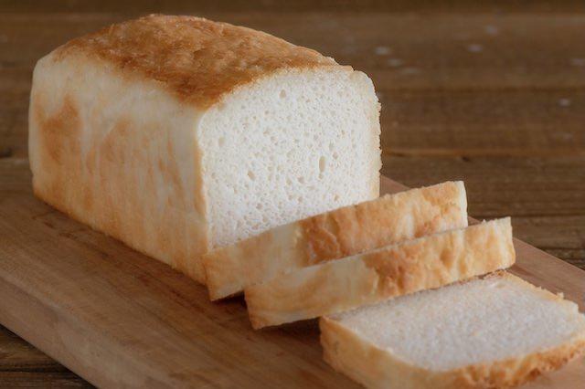 『おこめパン』はパウンドケーキ型で焼き上げるミニ食パンです