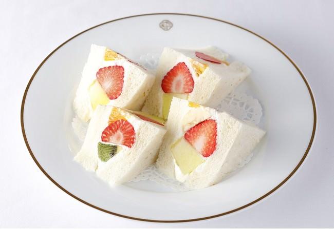 フルーツ サンドウィッチ 1,485円 (テイクアウト1,458円)