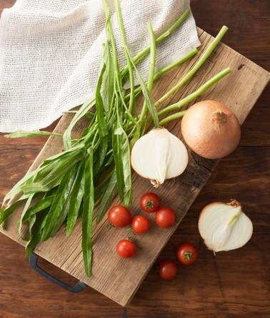 使用している野菜 (空心菜・ミニトマト・玉ねぎ)
