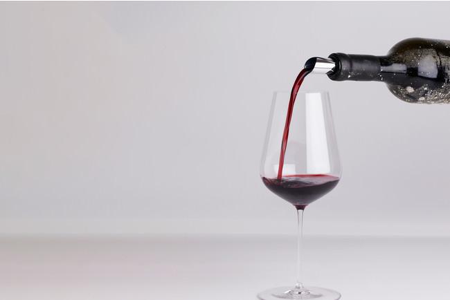 熟したプルーンなどの黒系果実やモカのような甘やかな厚みのある複雑なアロマとエレガントな香り。滑らかなタンニンと凝縮した果実味を酸が引き締め、バランスの良い赤ワインです(ソムリエからのテイスティングコメント)