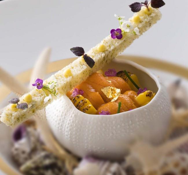雲丹とトウモロコシのムースリーヌ 海藻パンを添えて