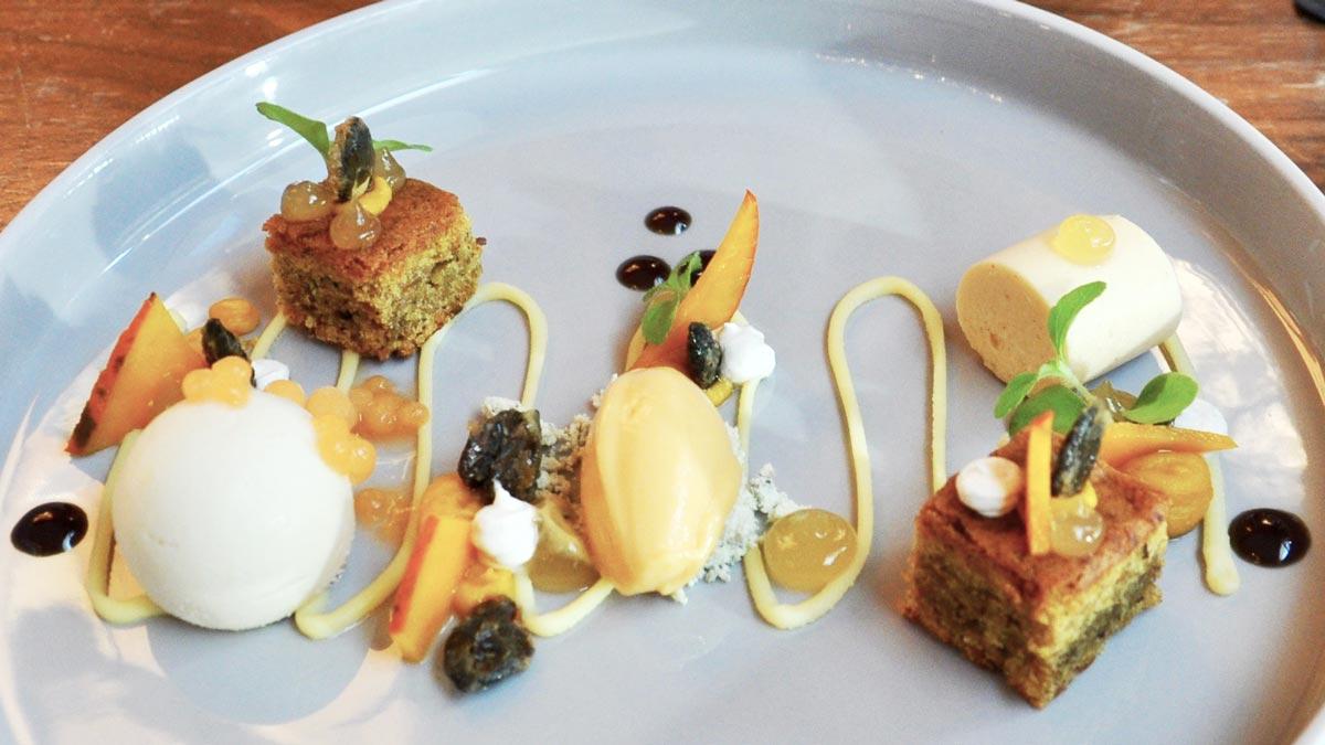Kürbiskuchen mit weißer Schokolade, Muskatblütenmousse, Kürbis-Eis. Foto WR