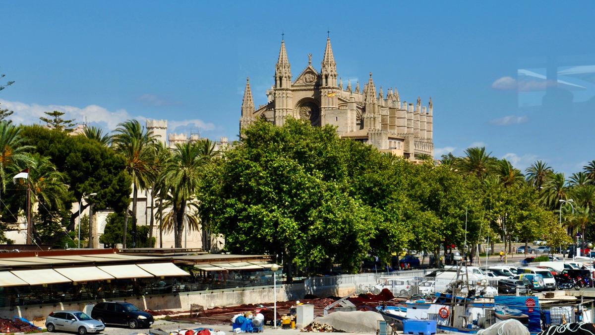 Can'Eduardo: Begehrte Plätze am Fenster mit Blick auf die Kathedrale. Foto WR