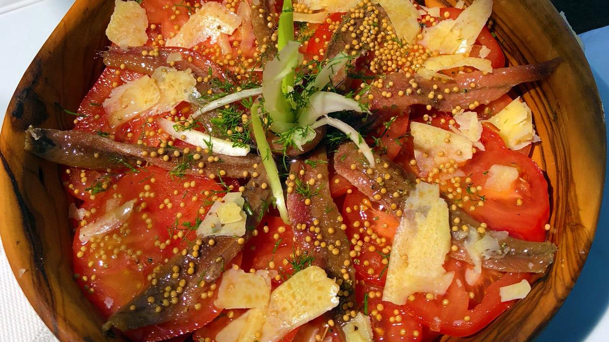Ca's Patró March: Tomatensalat mit Sardellen und Manchego Käse. Foto WR