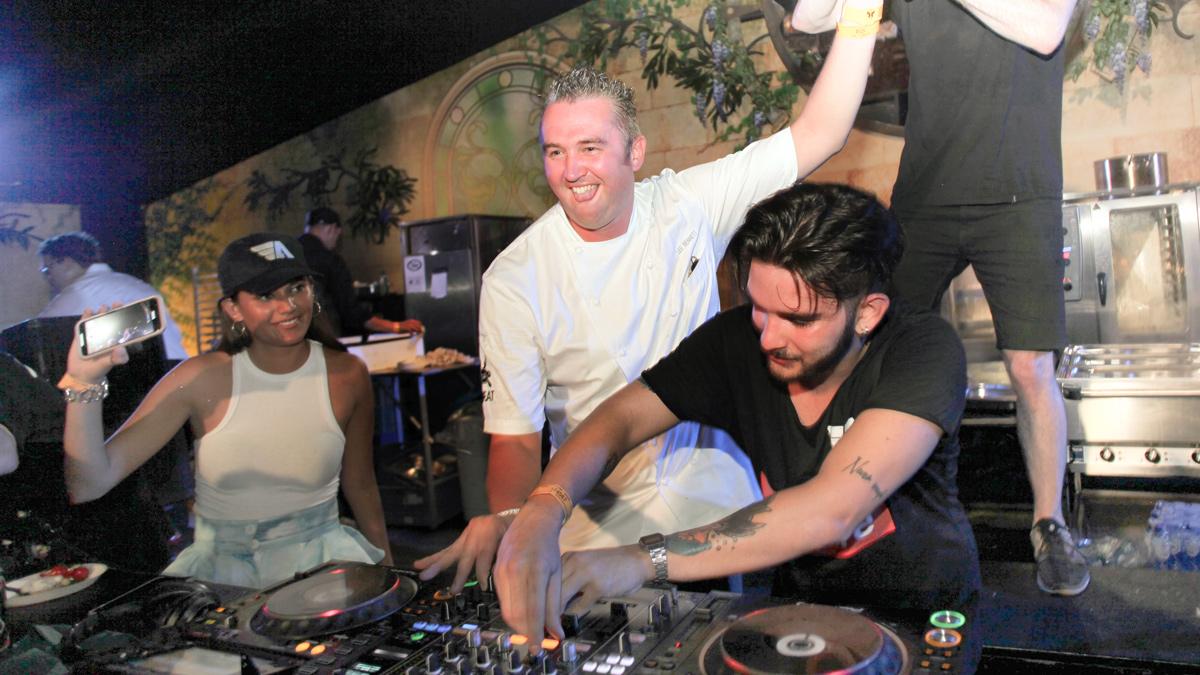 DJ Angemi mit dem Assistant Executive Chef des Mirage in Las Vegas auf der B-EAT session. Copyright Tomorrowland