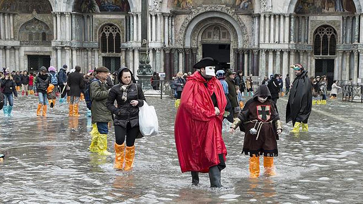 Auch das kommt vor: Acqua alta, Hochwasser während des Karnevals. Foto Getty Images