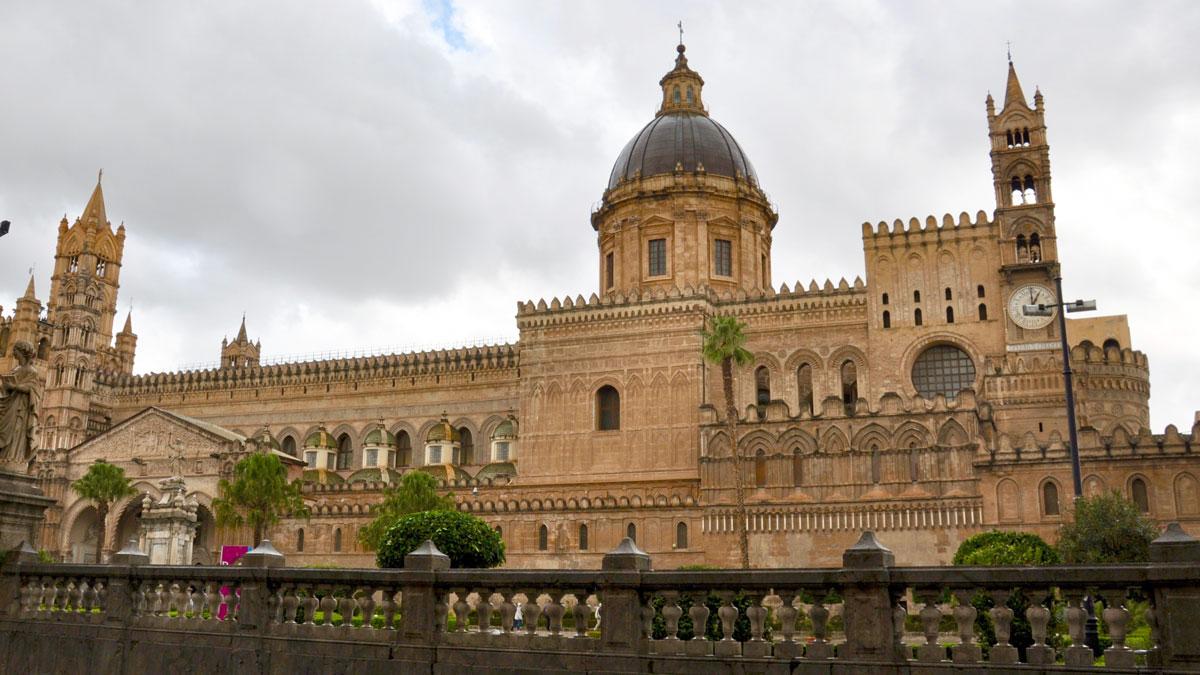 Auch bei schlechtem Wetter beeindruckend: Die Kathedrale Maria Santissima Assunta. Foto HvF