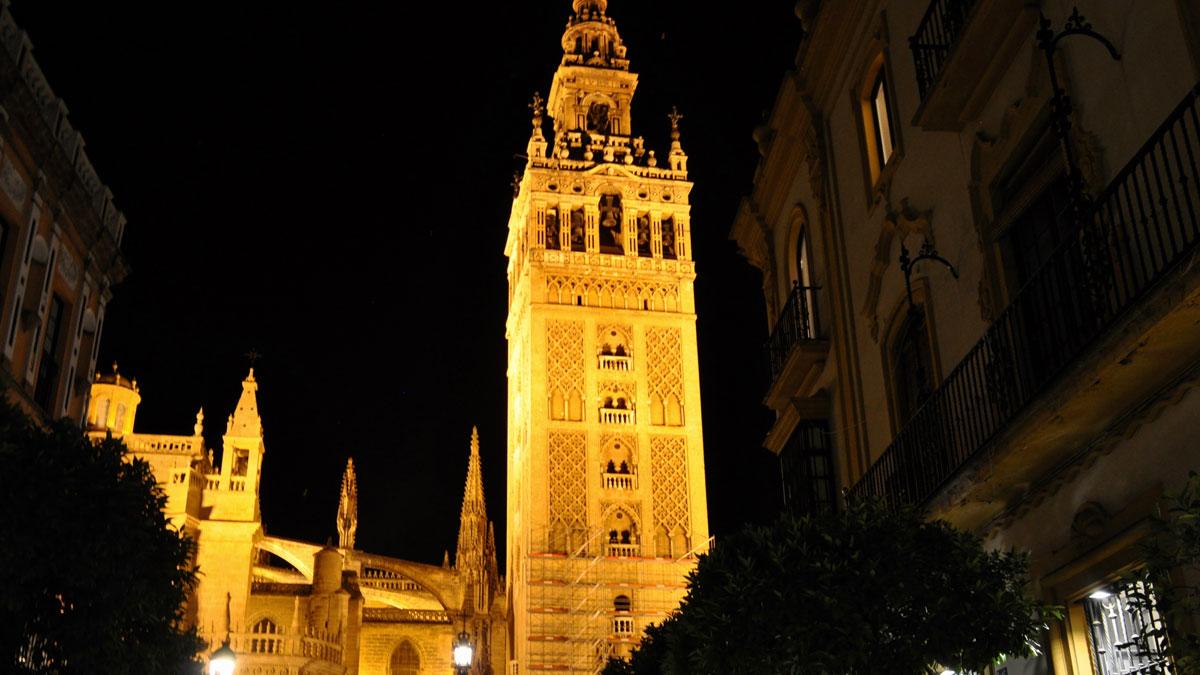 Die Kathedrale Santa Maria de la Sede von Sevilla: Spektakulär auch bei Nacht. Foto WR