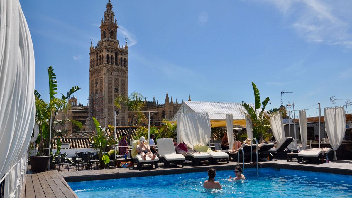 Hotel Fontecruz: Pool und Rooftop-Bar mit herrlichem Blick auf die Kathedrale. Foto WR