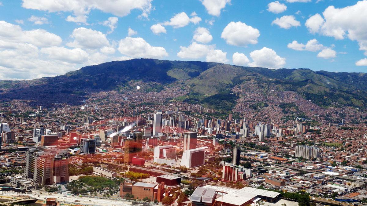 Blick aus dem Helicopter auf das Tal von Medellin