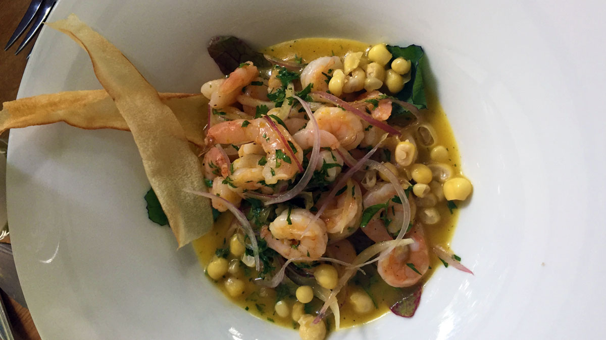 """Mais hat in der regionalen Küche eine besondere Bedeutung: hier mit Meeresfrüchten aus dem Restaurant """"In Situ"""" im Botanischen Garten"""