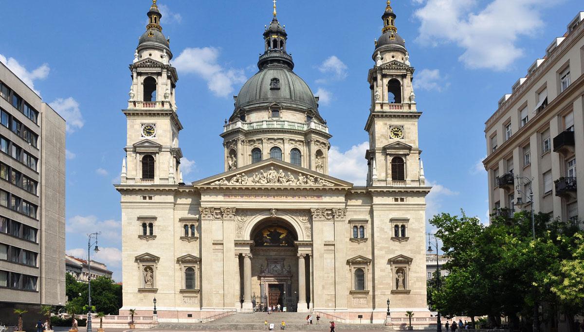 Die St. Stephans-Basilika. Platz für 8500 Gläubige.