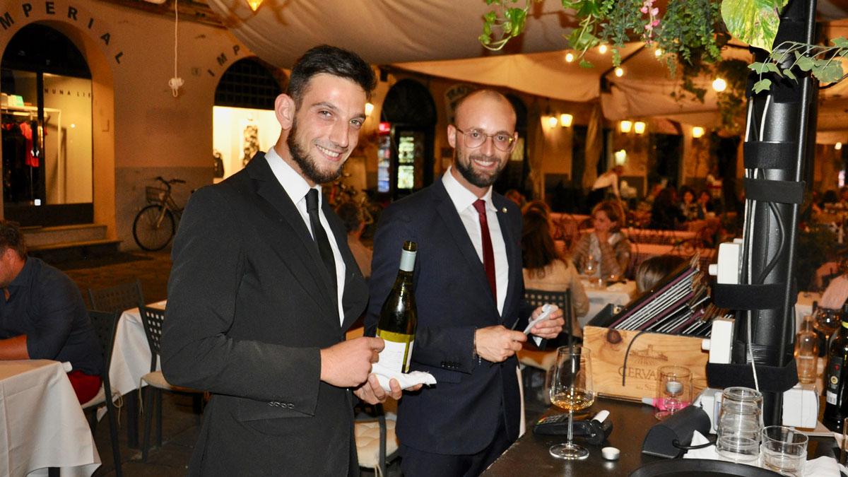 "Lucca. Restaurant ""Peperosa"": Kompetentes Team – Maître Gianni und Sommelier Alessandro (li.). Foto WR"