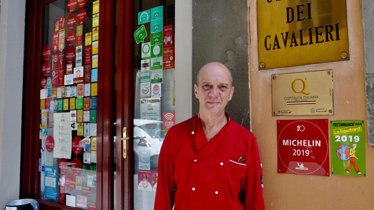 Pisa. Osteria dei Cavalieri: Küchenchef Liano. Sein Restaurant wird auch im Guide Michelin empfohlen. Foto WR
