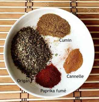 Préparation des différentes épices pour mélanger au sel.