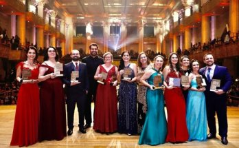 Professora da rede pública estadual de Santa Catarina recebe Prêmio Educador Nota 10