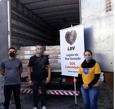 LBV entrega doações para famílias de Governador Celso Ramos, um dos municípios mais atingidos pelo ciclone bomba