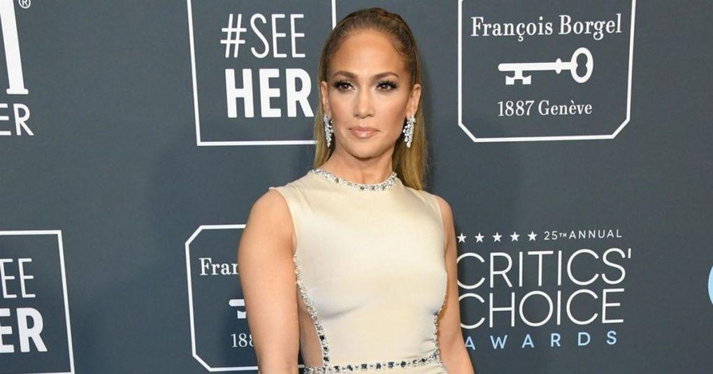 Jennifer Lopez v mini bikiniju požela val navdušenja