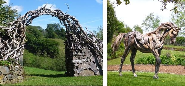 Er staat een houten paard in de gang  Go with the Vlo