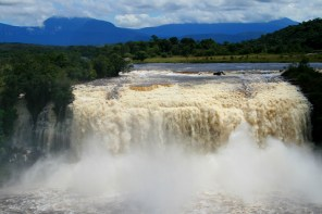 wodospady w Parku Canaima