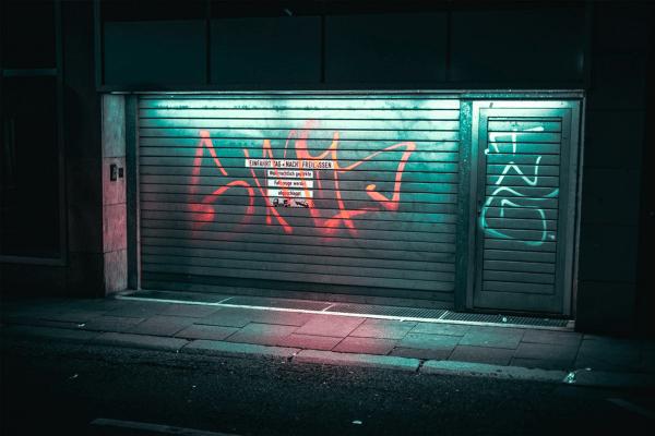 ネオン、街角、夜のまち