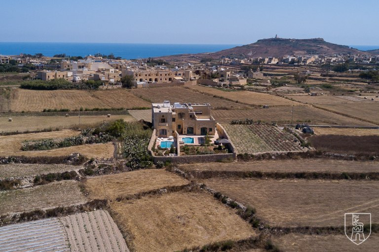 Difference: Gozo Farmhouse & Gozo Villa