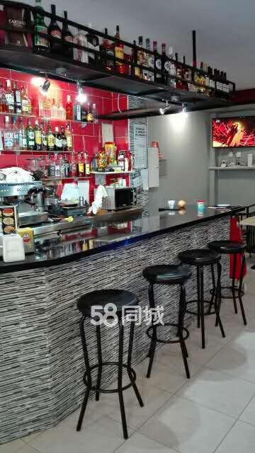 pub kitchen table big tiles barcelona 酒吧转让房租300欧元terraza 3张桌子厨房c2 老虎机不能签合同